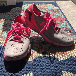 Under Armour SpeedForm Apollo Breast Cancer Shoe